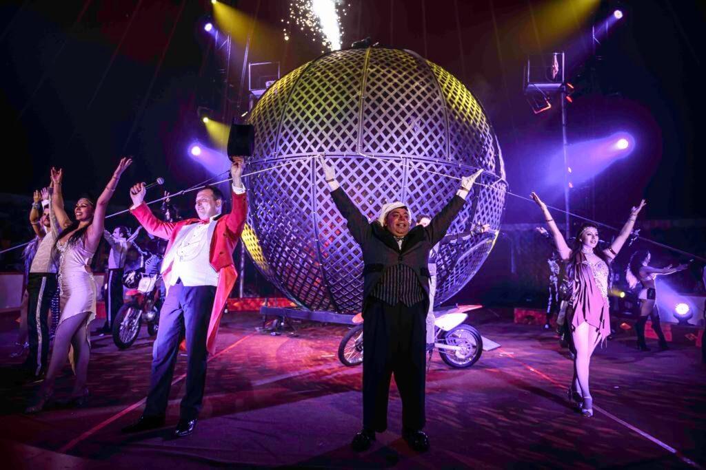 gandeys circus group shot