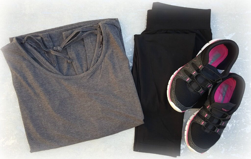 working out with Simply Be charcoal tee with leggings and trainers