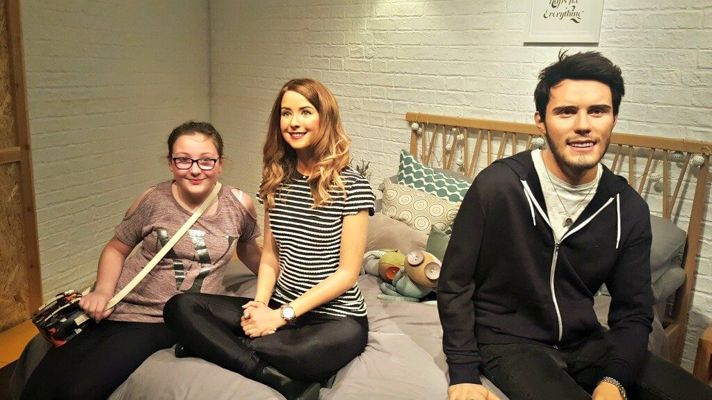 zoella at madame tussauds london girl on a bed with 2 waxwork figures