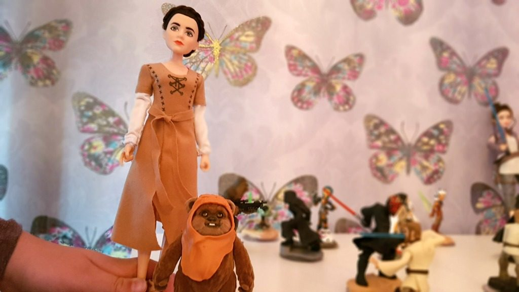 princess leia organza figure with wicket the ewok in a scene of star wars characters with a butterfly background