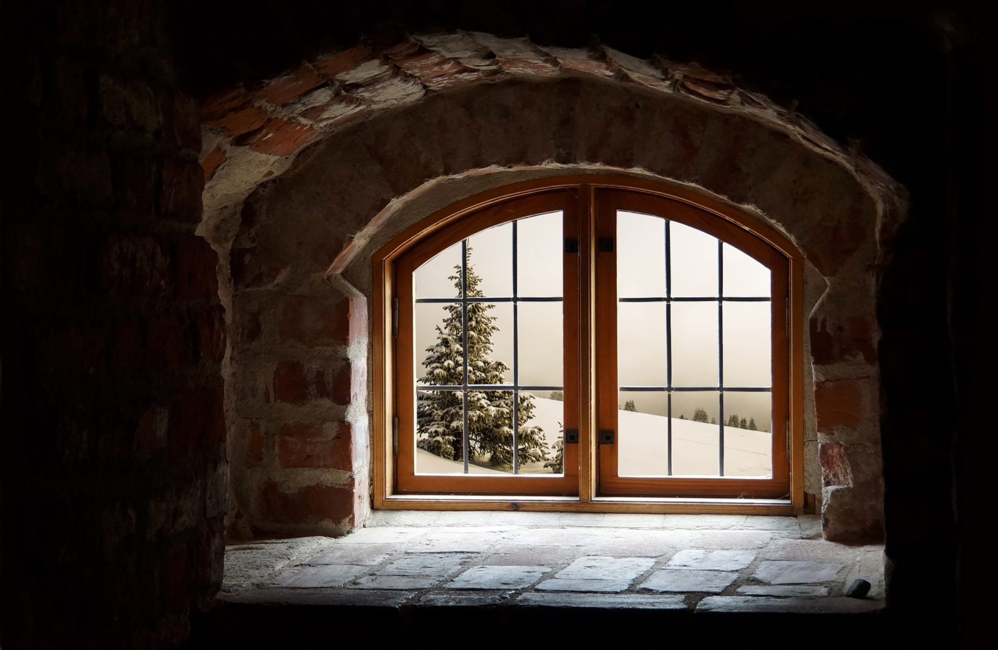 window looking out to snow - tips for moving home in the winter