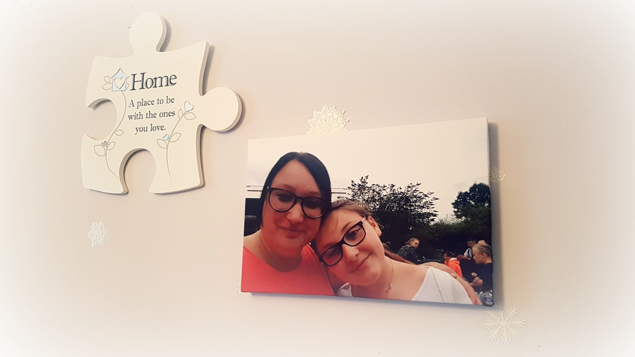 a canvas print from truprint with a mum and daughter with a family jigsaw frame in the background